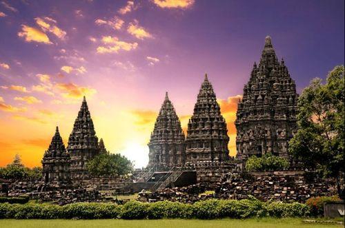 Highlights der Inselperlen Rundreise - Java - Tempel Prambanan in klassisch Hinduistischer Bauweise
