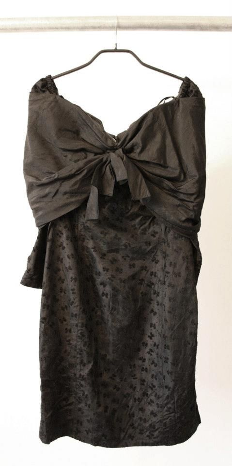 Vintage dress  Size 40  Dkk 399,-  Available in Beware of Limbo Dancers