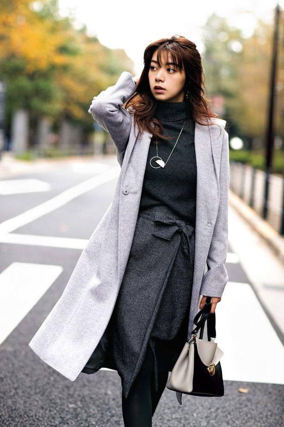 シックなお洋服の池田エライザ