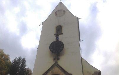 Les trois cadrans du clocher de l'église de Heidwiller ont été changés, grâce à l'intervention de spécialistes, l'entreprise Bodet, campaniste.