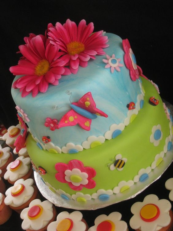 LITTLE GIRL BIRTHDAY CAKES IMAGES | Little Girl S 1st Birthday Party Was All Decked Out In Cute Green Cake ...