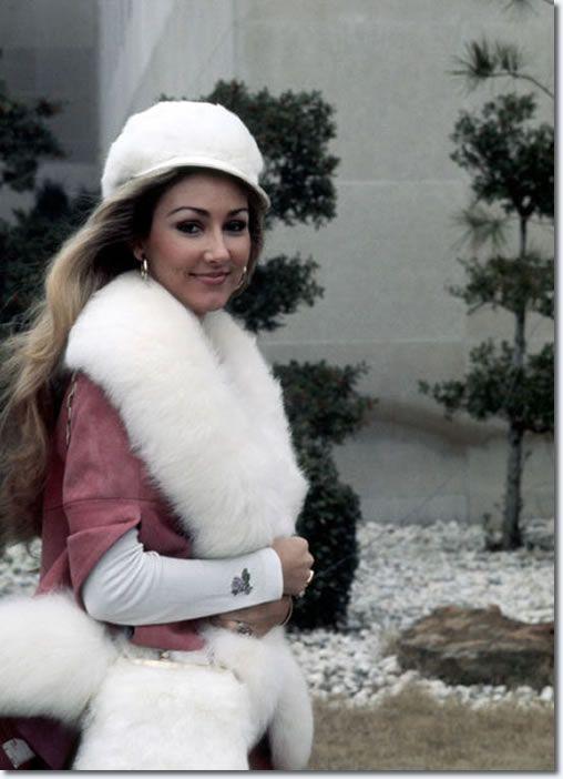 """chloebeaulieu: """" Linda Thompson outside the Baptist Memorial Hospital, Feb 12, 1975. """""""