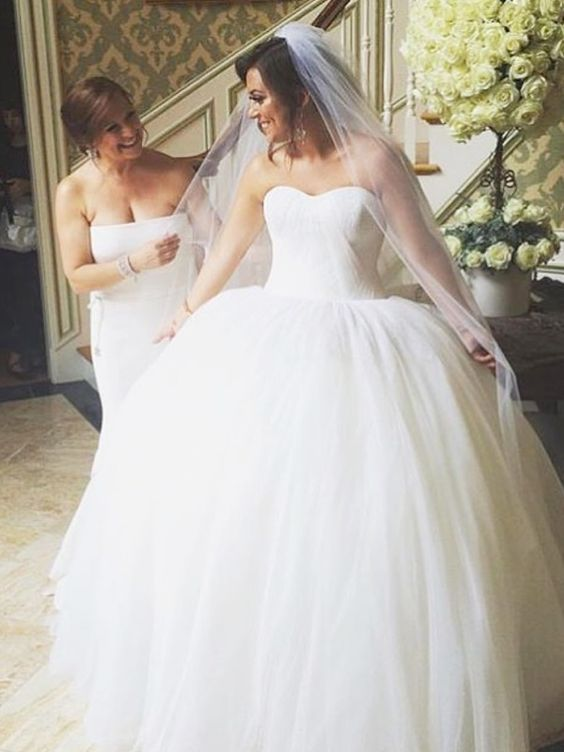 Why Caroline Manzo Wore White to Her Daughter Lauren's Wedding (Plus, See What the Rest of the <em>Real Housewives of New Jersey</em> Stars Wore!) http://stylenews.peoplestylewatch.com/2015/07/20/lauren-manzo-wedding-dress-real-housewives-of-new-jersey-guest-outfits/