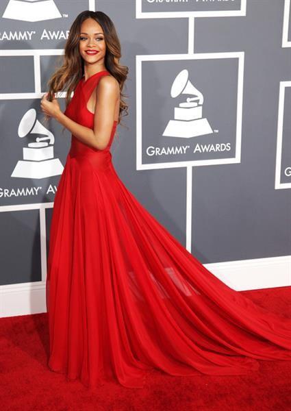 Красное платье с юбкой карандаш