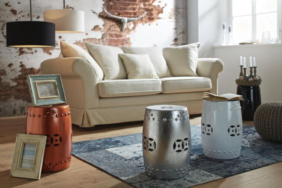 Ein Hocker mit Ethno-Muster welcher eine außergewöhnliche Sitzgelegenheit für euer Zuhause bietet! Der von Asien inspirierte Style, schafft exotisches Ambiente!
