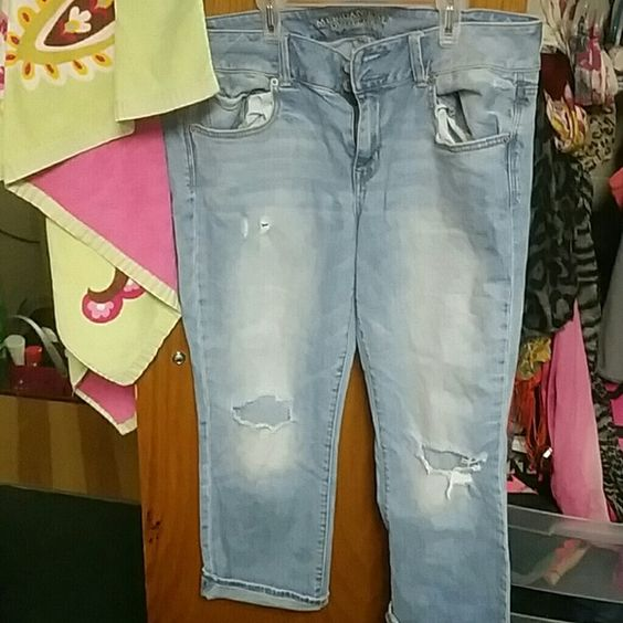 American eagle artist crop stretch Light blue denim ae jeans size 14, holes in knees and little above the knee. American Eagle Outfitters Jeans Ankle & Cropped