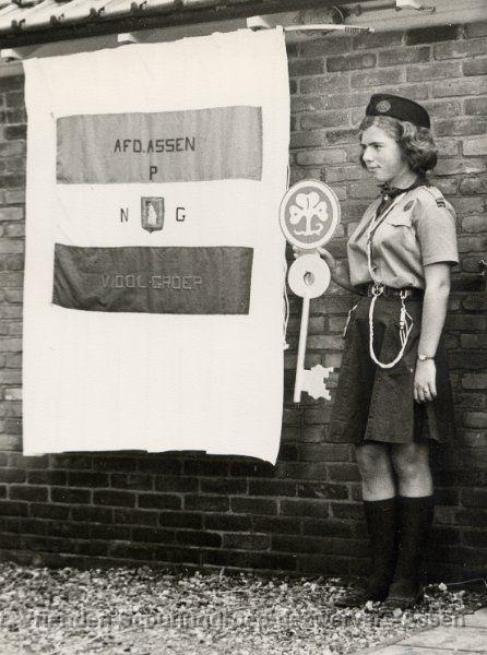 Historische Aufnahme einer niederländischen Pfadfinderin ---- Vintage Dutch Girl scout -- Drents Archief collectie V.I.O.O.L. groep