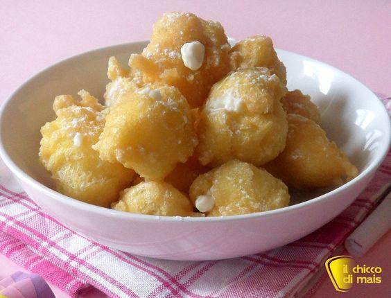 Castagnole ripiene alla ricotta (ricetta di Carnevale). Ricetta castagnole fritte ripiene con crema di ricotta o ravioli di carnevale anche senza glutine