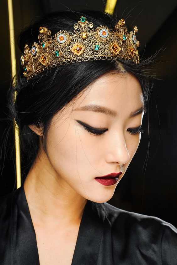 JI HYE PARK BACKSTAGE DOLCE AND GABBANA FALL 2013  i want a crown