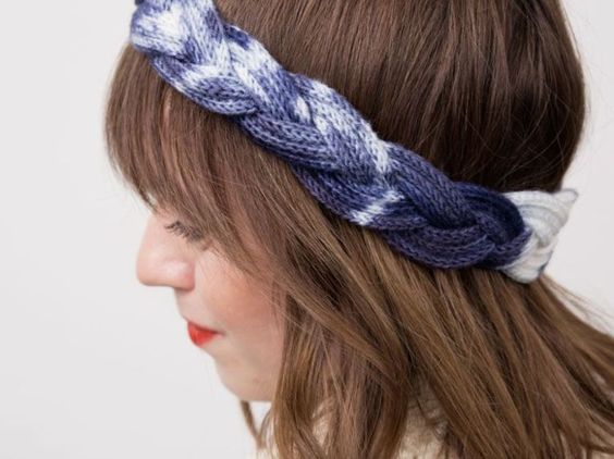 Tutorial fai da te: Come fare una fascia di lana per capelli intrecciata con il tricotin via DaWanda.com