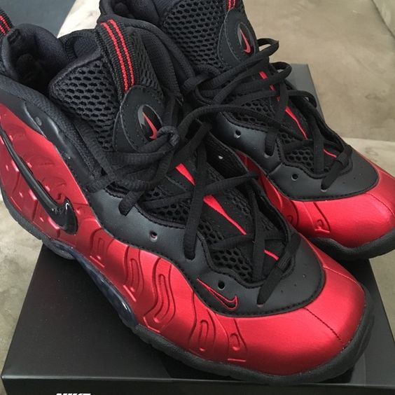 Red foamposite Brand new... Worn once for a couple hrs... ❤️😍 ✨perfect for back to school ✨ Nike Shoes Sneakers