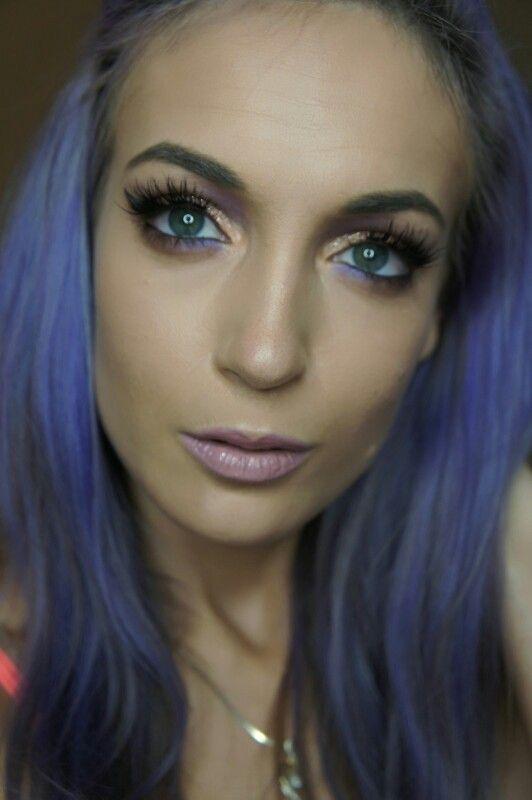 Purple and gold eyeshadow using Anastasia Beverly Hills Single Shadows. Makeup by airbrushed by emily. Follow my Instagram: airbrushedbyemily#makeup #makeuplover #makeuptutorial #eyemakeup #smokeyeyes #toofaced
