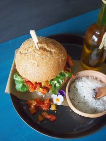 dieZuckerbäckerei: Halloumi-Burger mit Zucchini-Auberginen-Gemüse...finde den Fehler!