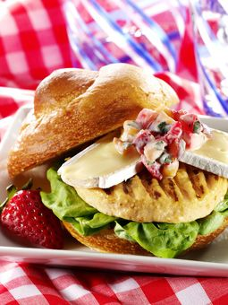 Our Healthy Chef gave us this recipe for a Turk'y Burger with Fresh Fruit Relish