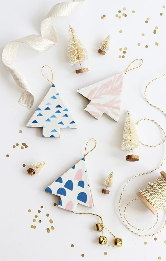 15 Do It Yourself Christmas crafts and decorations for the holiday season. Easy to make Christmas trees, cone  Christmas tree, DIY ornaments, DIY Christmas wreaths, Nordic and Scandinavian decor with Christmas garlands. Image from alice & lois