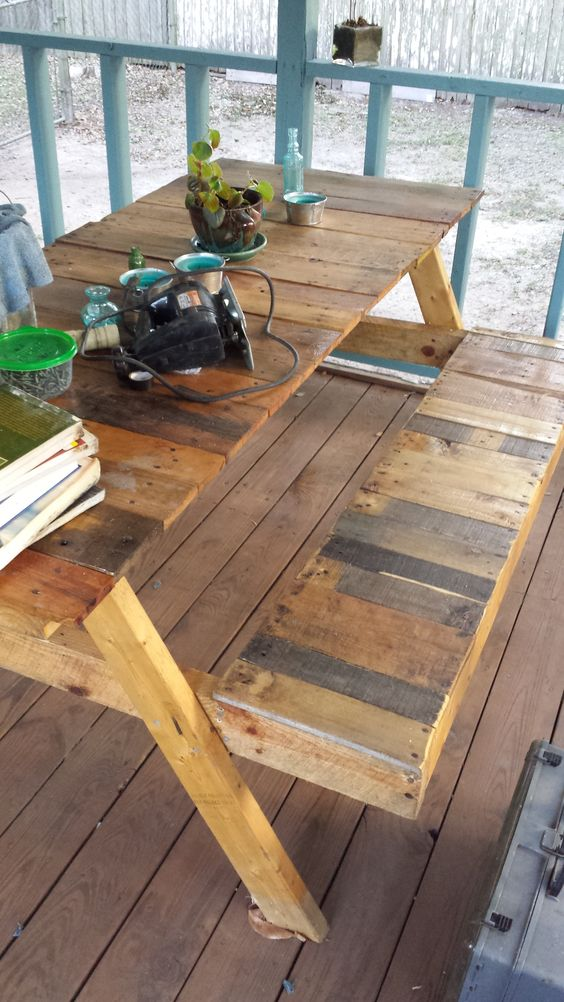 Picnic tables picnics and old pallets on pinterest for Pallet picnic table plans