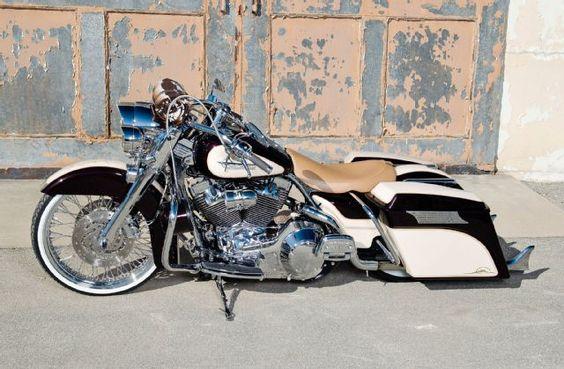 2002 Harley Davidson Road King Side View 01