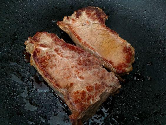 Говяжий стейк на обычной сковороде