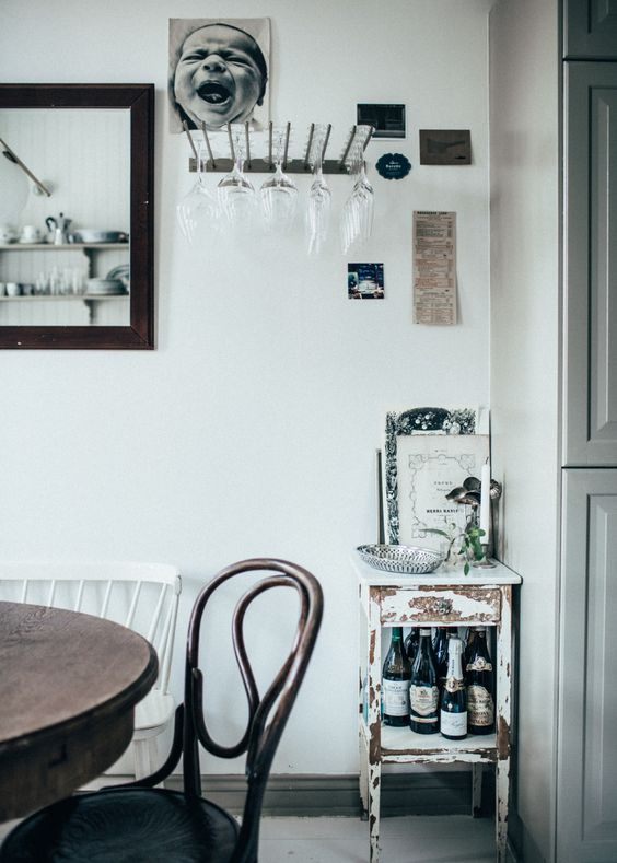 dining spot in Johanna Bradford's beautiful Gothenburg apartment, via http://www.scandinavianlovesong.com/