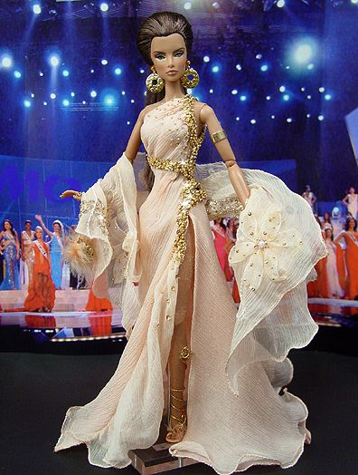 OOAK Fashion Royalty NiniMomo's Miss Italy 2009...12.27.4: