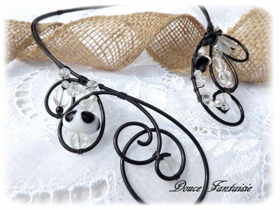 Collier noir et blanc en fil aluminium