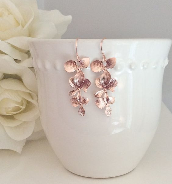 He encontrado este interesante anuncio de Etsy en https://www.etsy.com/es/listing/130777005/rose-gold-earrings-orchid-earrings
