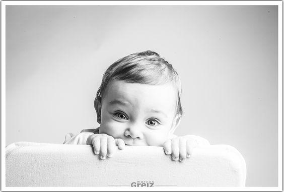 La curiosidad de los #bebes es increíble. www.marcosgreiz.es #santander #cantabria #fotografiabebe #gentegreiz