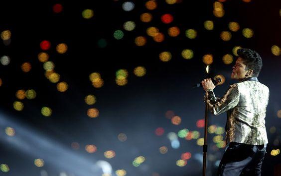 REVIEW: Bruno Mars Fiddler's Green Amphitheatre show