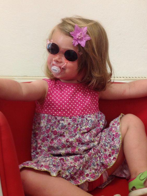 Schnuller mit integrierter Sonnenbrille jetzt bei uns!