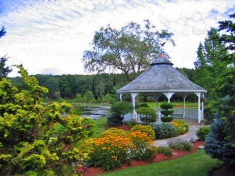 Outdoor Wedding Ceremony Locations in Connecticut: gazebo, garden ...
