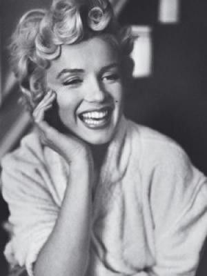 http://fashion-makeup1.blogspot.com - Marilyn Monroe.  Laughter is beautiful.