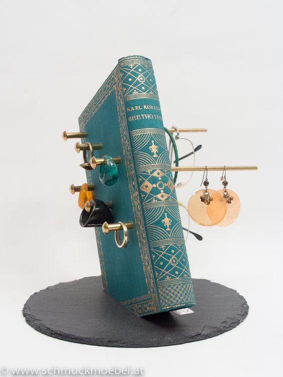 Bookmöbel #6 für Ringe, Ohrringe und Armreifen, echtes Buch auf Steinplatte montiert