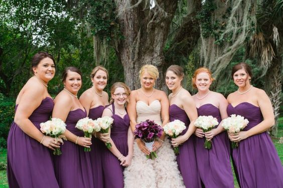 I like the contrast between bridesmaid bouquets and bride bouquet