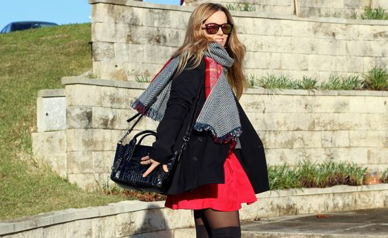What I'm wearing:  Sweater: Benetton,  Skirt: Pepe Jeans,  Scarf: Zara,  Coat: Zara,  Tights: Oysho,  Bag: Pepe Jeans,  Booties: Mustang