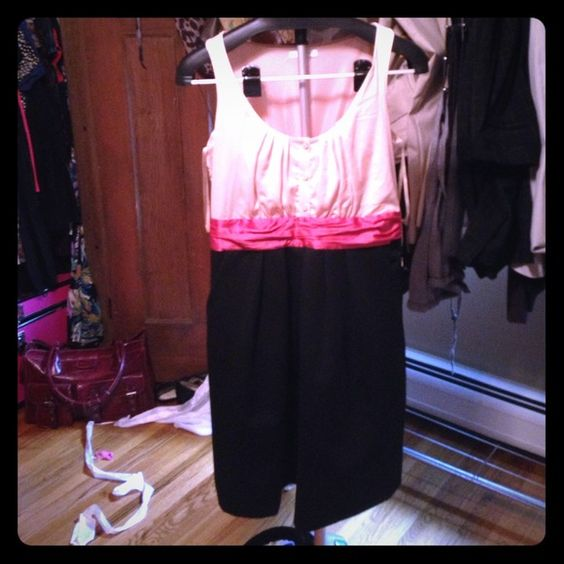 """Perfect holiday dress! Very cute! Black bottom, salmon """"belt"""" and light pink top with buttons. Sleeveless. New York & Co. Dresses"""