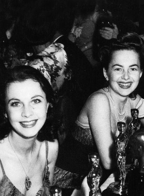 Vivien Leigh & Olivia De Havilland at their table during the 13th Annual Academy Awards, 1940.