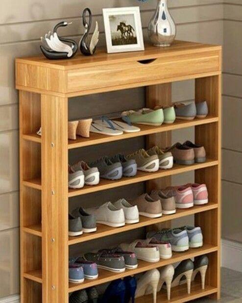 Tem muita gente que na falta de espaço costuma guardar os calçados na lavanderia e até mesmo no banheiro, mas a umidade desses ambientes…