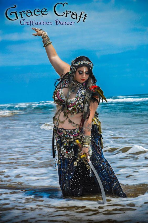 Grace Craft of Craft Fusion Belly Dance(Brownsville, TX). Photo by Elite Snapshot Photography. (plus size belly dance ♥)