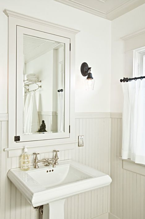 Suzie Jessica Helgerson Interior Design Small Chic Cottage Bathroom White Pedestal Sink