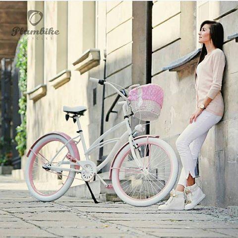 Blanco y rosa = pareja perfecta  BICICLETA URBANA DAISY Disponible en nuestra tienda online