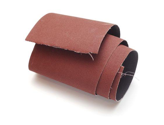 No te pierdas las virtudes de materiales simples pero útiles para infinidad de cosas, como por ejemplo los usos del papel de lija que desconocías y que te presentamos a continuación.#6 Olvídate de tij