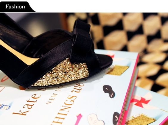 fashion-file-kate-spade-heels-books.jpg 580×430 pixels