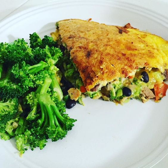 This morning my boyfriend surprised me with this beautiful healthy breakfast omelette!  Yes the man cooks!  Keep in mind this man hated broccoli when we first met but after some trial and error has learned to love (or at least tolerate) the green stuff. Filled with chopped green and red peppers chopped broccoli shredded chicken and a bit of cheese this is the perfect example of a healthy nutritious breakfast! So proud!  #healthychoices #healthylifestyle #healthyfoodporn #healthylivingjunkie…