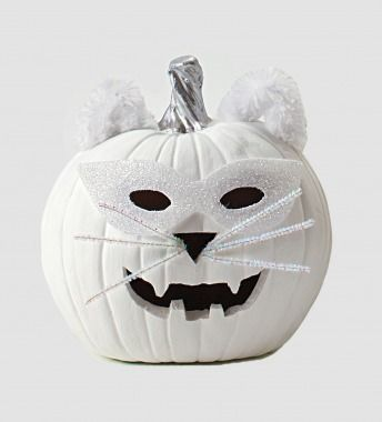 This spooktacular cat pumpkin couldn't be easier to make! Click through for instructions.: