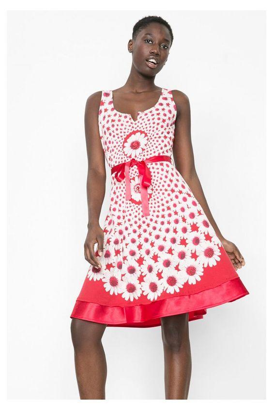 Robe rouge longueur genoux Desigual. Découvre une mode pour femme pleine d'attitude!