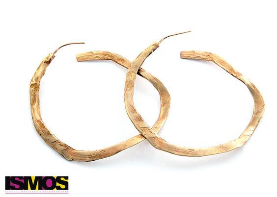 #aretes #earring #redondos #round #oro #gold #accessories #piezasúnicas #hechoamano #artesanía #arte #diseñocontemporáneo #diseñomexicano #diseño #joyería #handmade #unique #jewellry #design #art #hechoenmexico #galeriadearte #artgallery #empresamexicana #ismos #ismosjoyeria