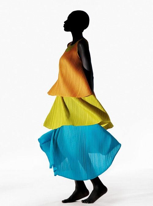"PLEATS PLEASE ISSEY MIYAKE 2014 spring/summer ""TRANSLUCENCY"" Collection"