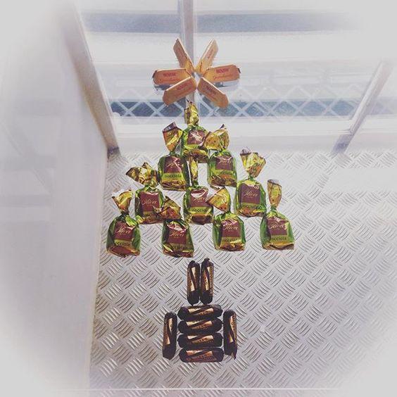 christmas is fast approaching #edinfoodies #thisisedinburgh #stockbridgeedinburgh #ststephenstreet #edinburgh #sprio_cafe #cappoccino #scotstreetstyle #christmastree #chocolate #yumyum #yummy