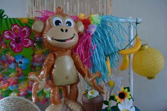 Hawaii versieringen: opblaas aap, bananen, lampionnen en nog veel meer!