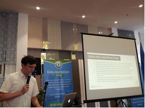 #datajournph2015 Day 2 - Sam Leon of Open Knowledge Foundation explains the different types of data | @alexisbromero